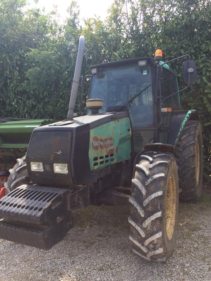 Tracteur agricole Valtra 6400 - 1
