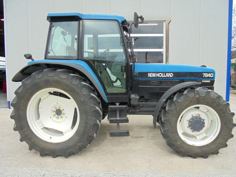 Tracteur agricole New Holland 7840 sle - 2